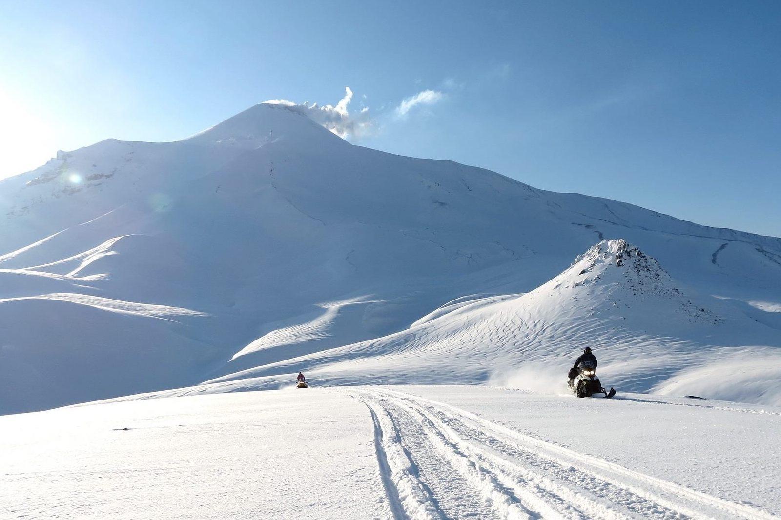 snowmobiles on Togwotee Pass