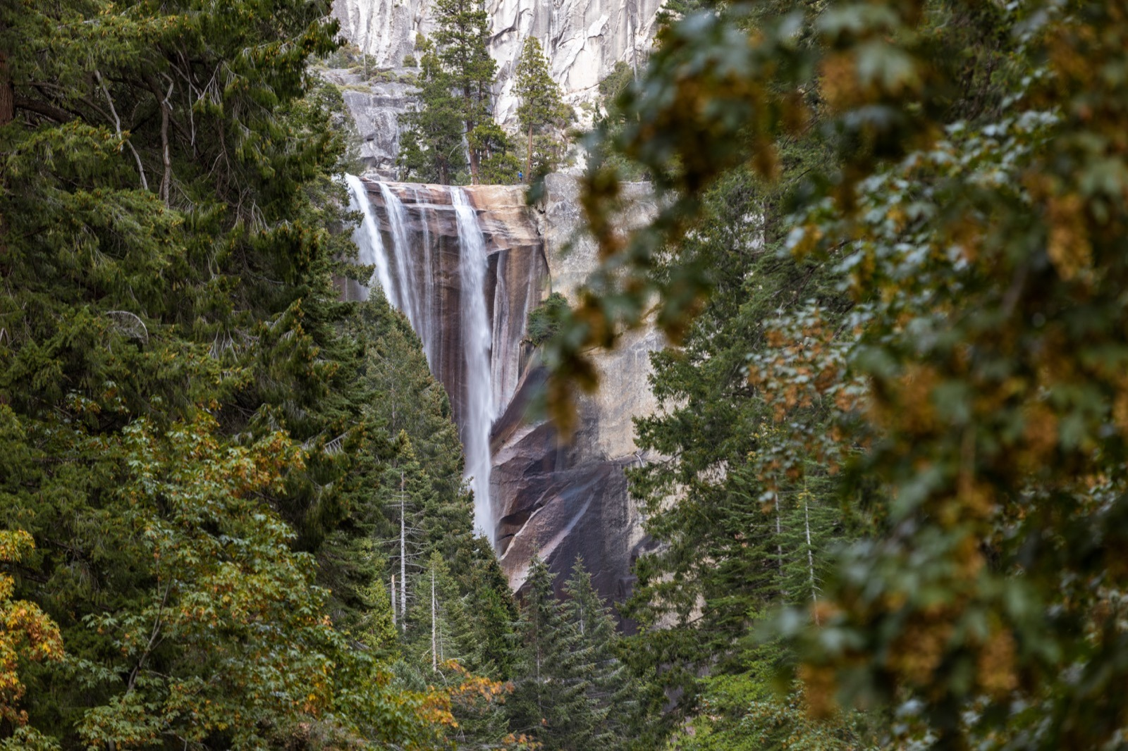 california-high-sierra-madera-vernal-falls-yosemite-national-park