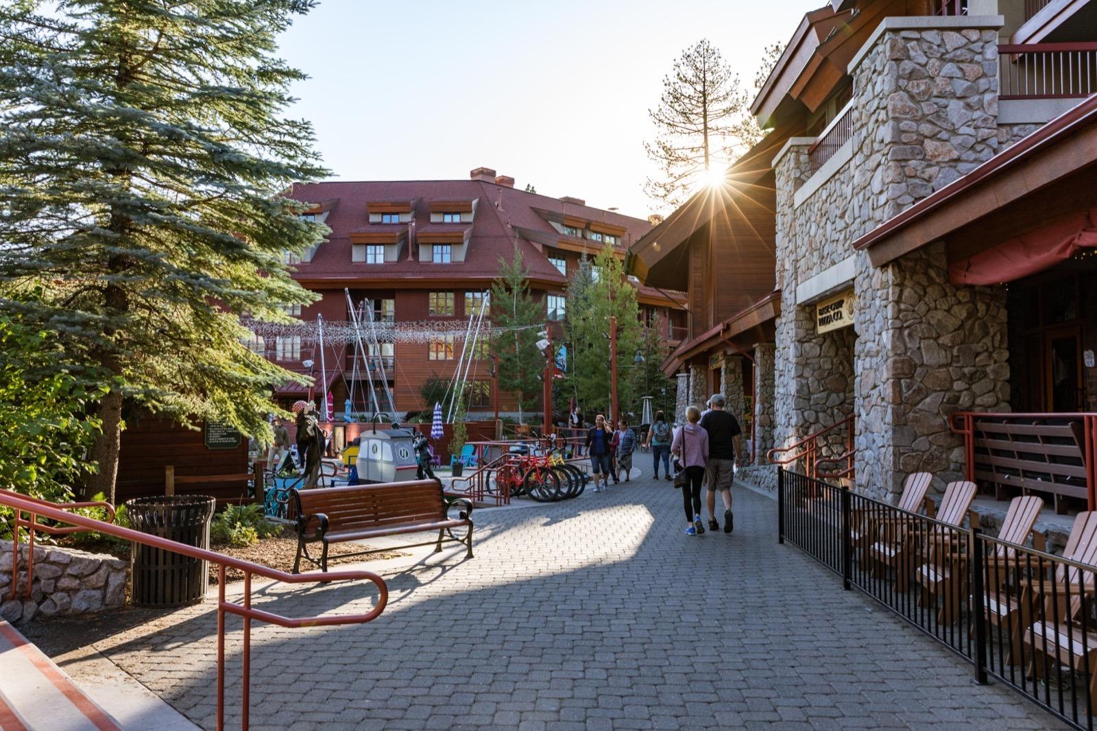 california-high-sierra-south-lake-tahoe-heavenly-village-shops-1