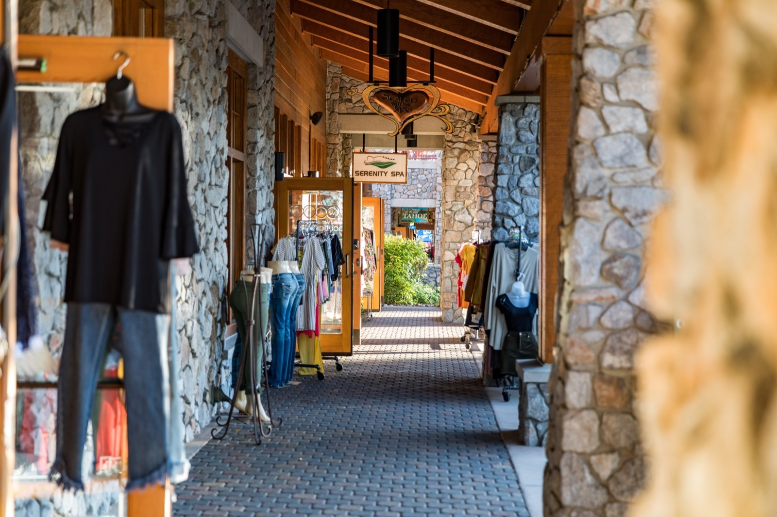 california-high-sierra-south-lake-tahoe-heavenly-village-shops-6