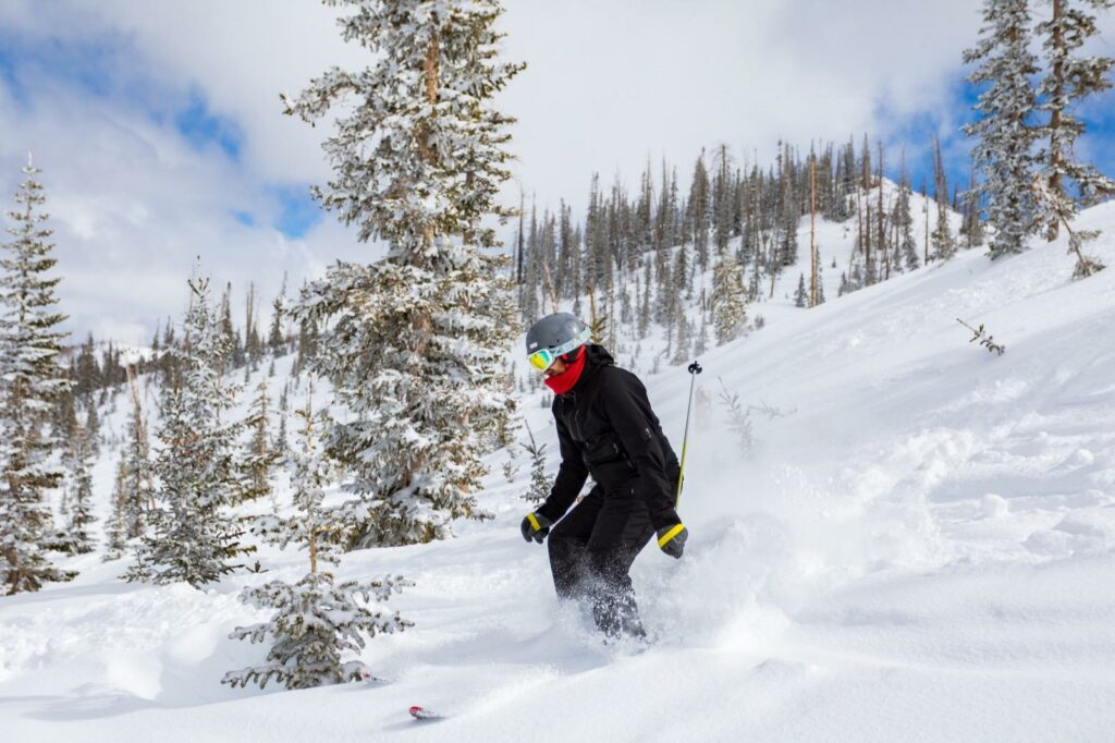 cedar-city-brian-head-utah-ski-resort-snowboard-downhill
