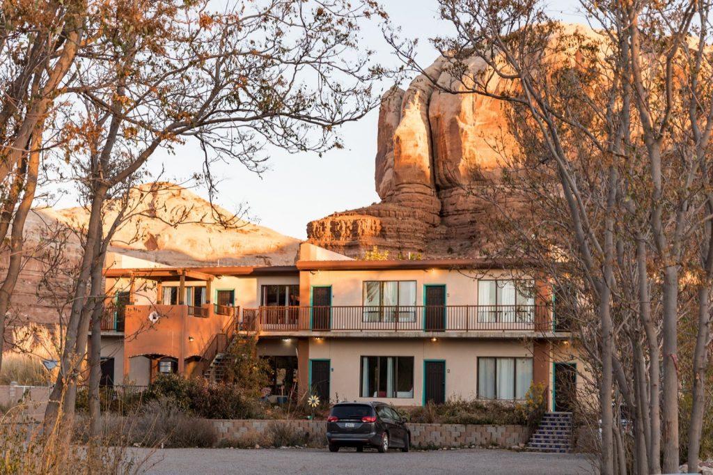 emily-sierra-2019-utah-san-juan-county-bluff-la-posada-pintada-hotel-2