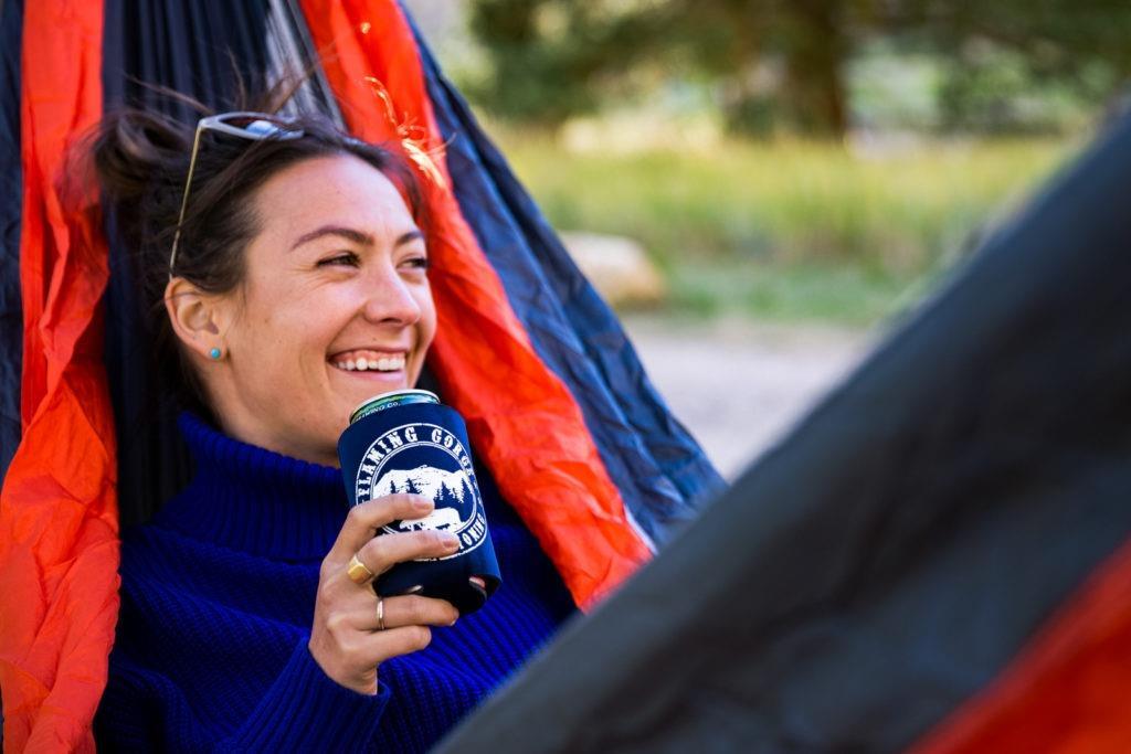 flaming-gorge-camping-hammock-beer