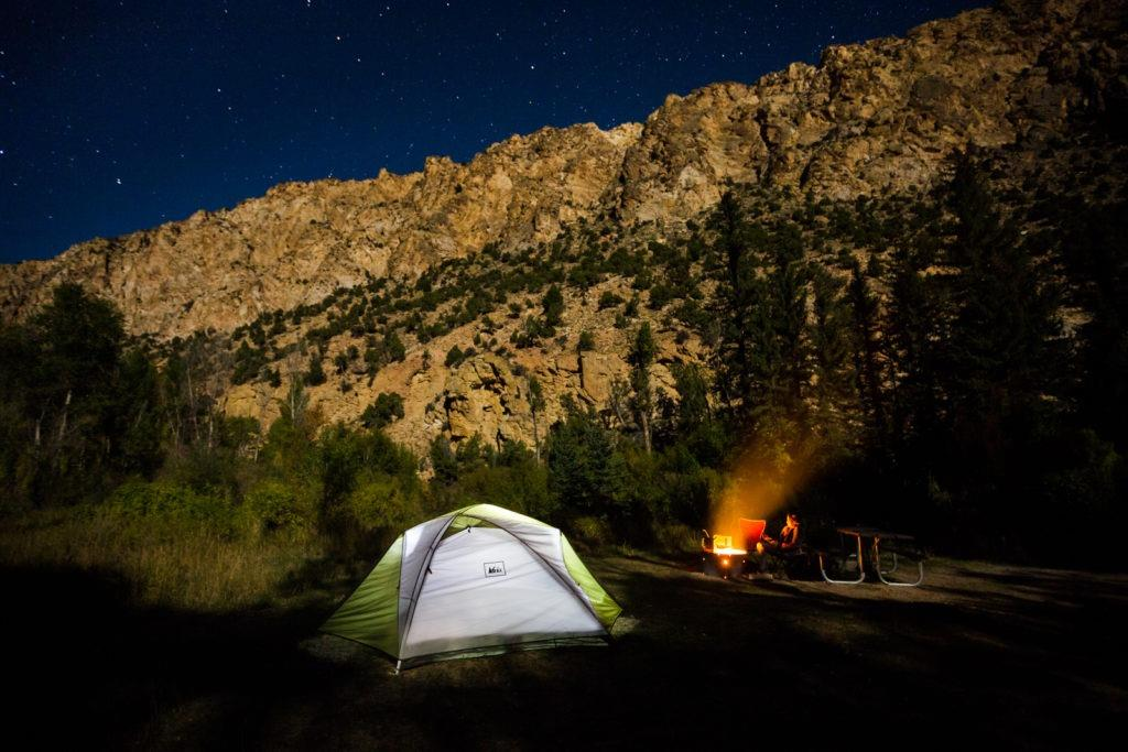 flaming-gorge-camping-night-stars-tent-fire