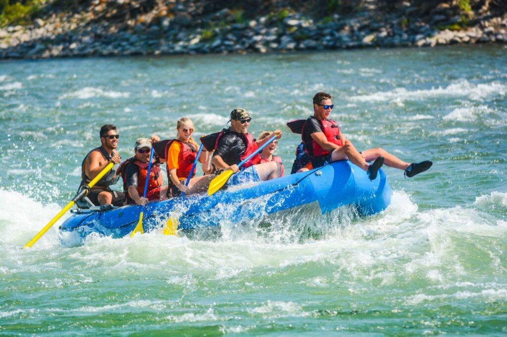 flying-pig-whitewater-rafting-gardiner-montana-yellowstone