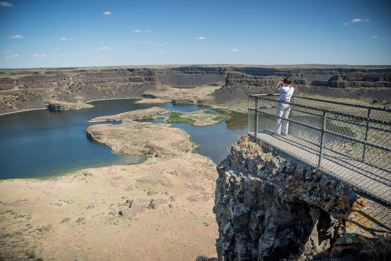 Dry Falls in Sun Lakes, Dry Falls State Park, beautiful landscapes in America, state parks, national parks