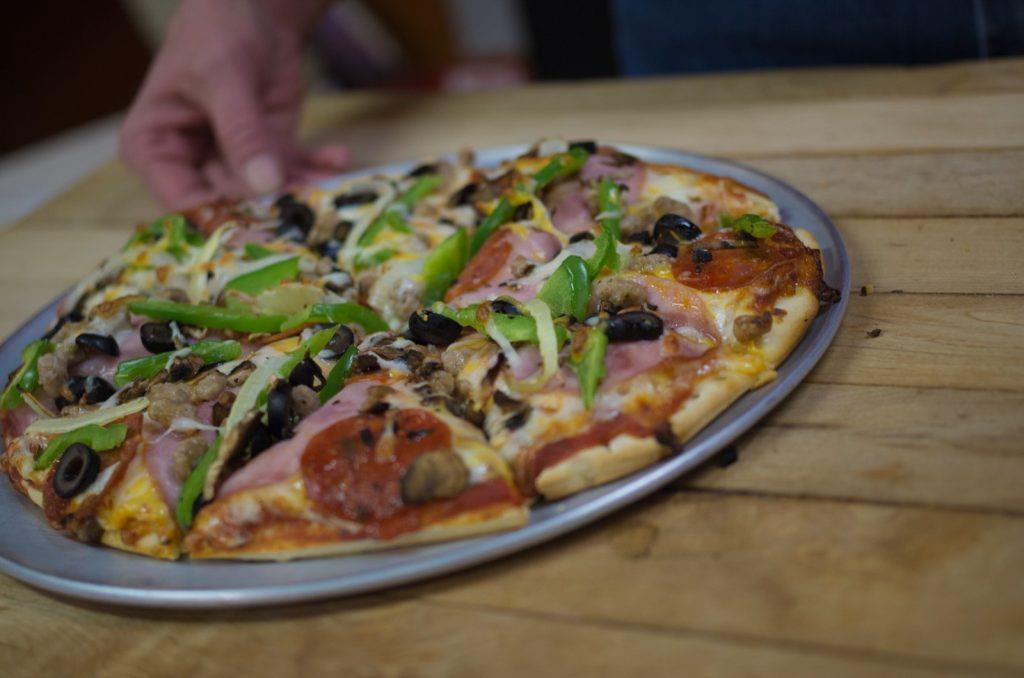 yellowstone-teton-territory-idaho-pizza-dining
