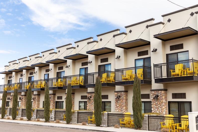 emily-sierra-arizona-cottonwood-tavern-hotel